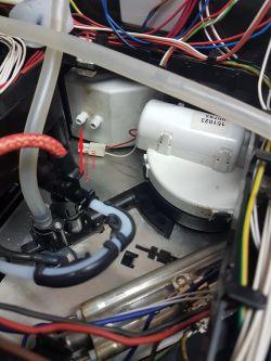 Bosch TES50129RW - Woda nie przechodzi przez blok zaparzajacy.