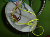 Regulator temperatury topi izolacje przewodu.