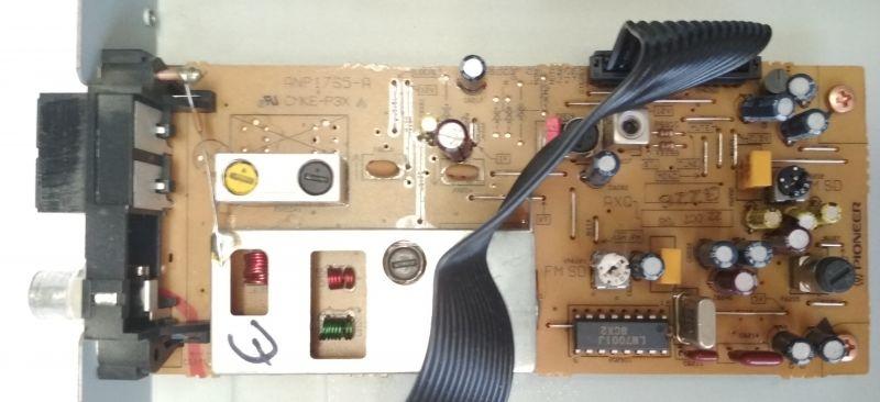 Tuner radiowy Pioneer F-204RDS, wnętrze oraz naprawa - przerywajacy sygnał FM