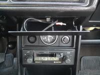 Wzmacniacz audio z ładowarką USB do starszych samochodów