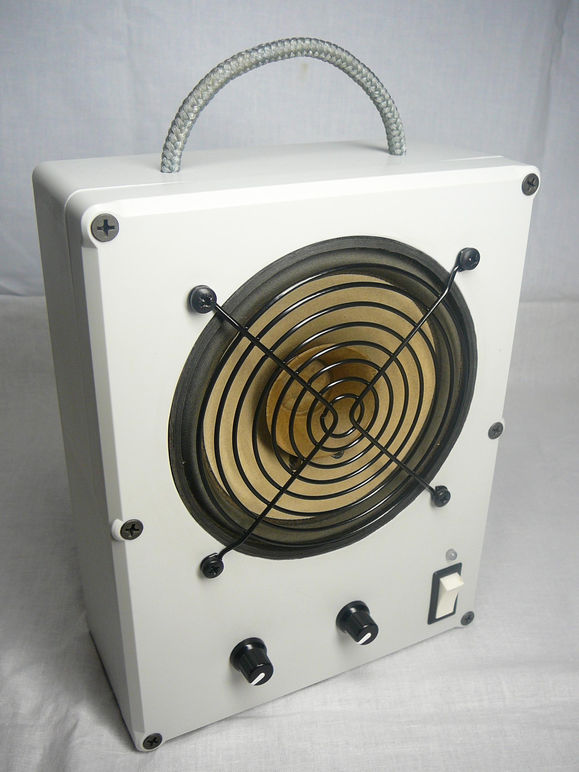 Radio warsztatowe z element�w b�d�cych pod r�k�
