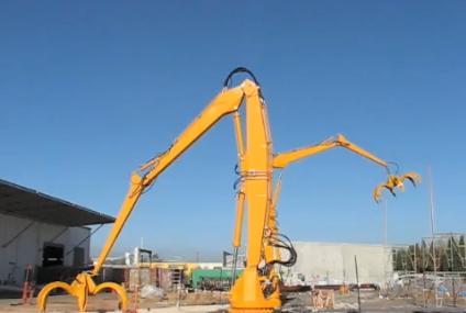 15 tonowe ramię robota sterowane przez kontroler z konsoli