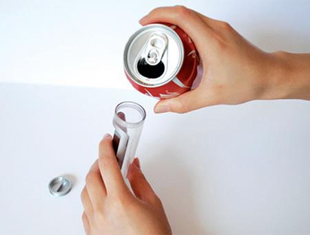 Telefon zasilany Coca Colą