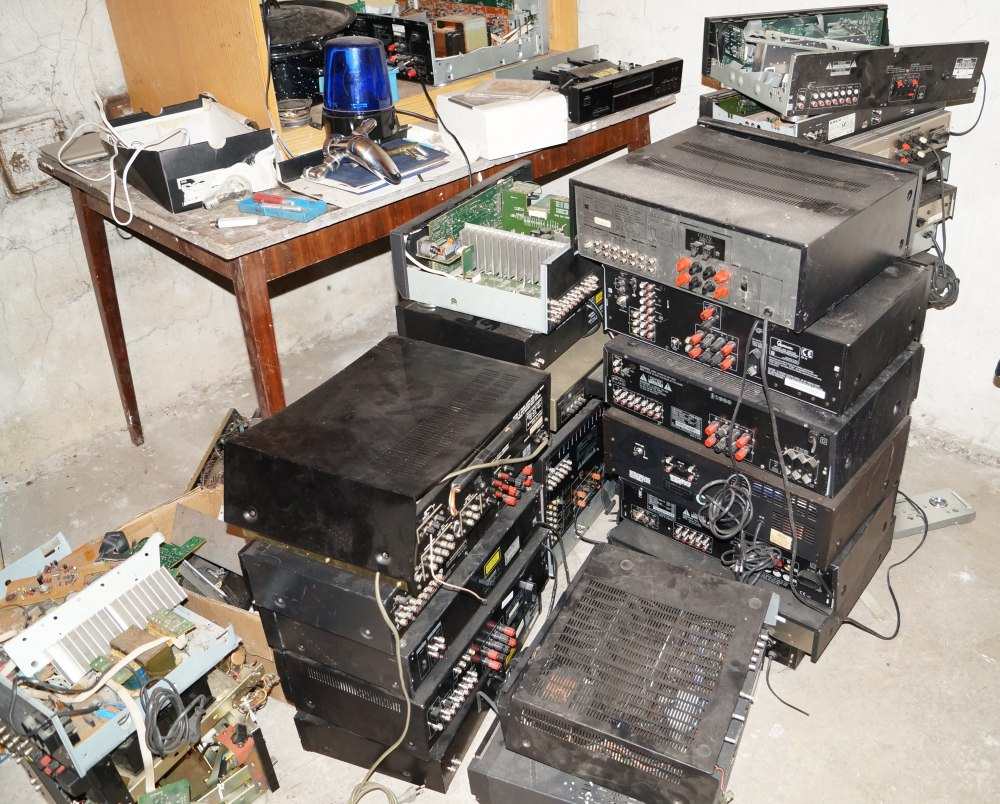 [Sprzedam]Zestaw 42 urz�dze� audio, amplitunery r�nych firm uszkodzone JOBLOT