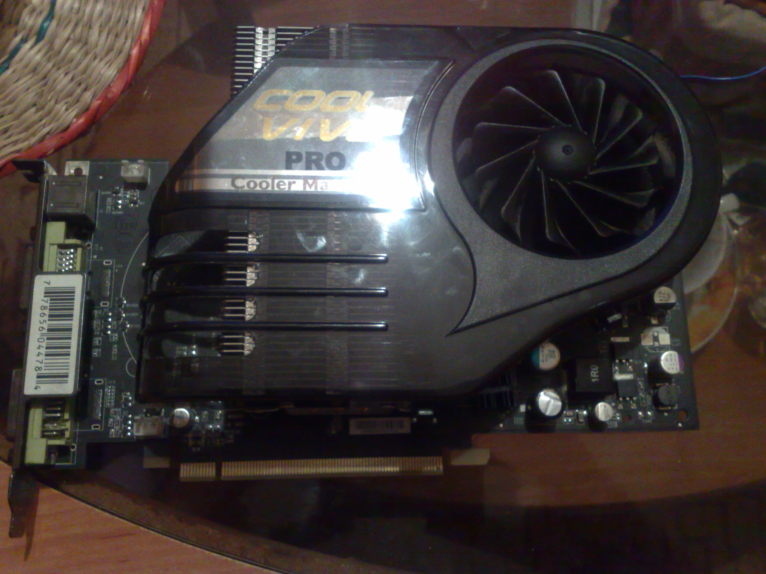 Geforce 8800GTS po obci��eniu - kropki na ekranie.