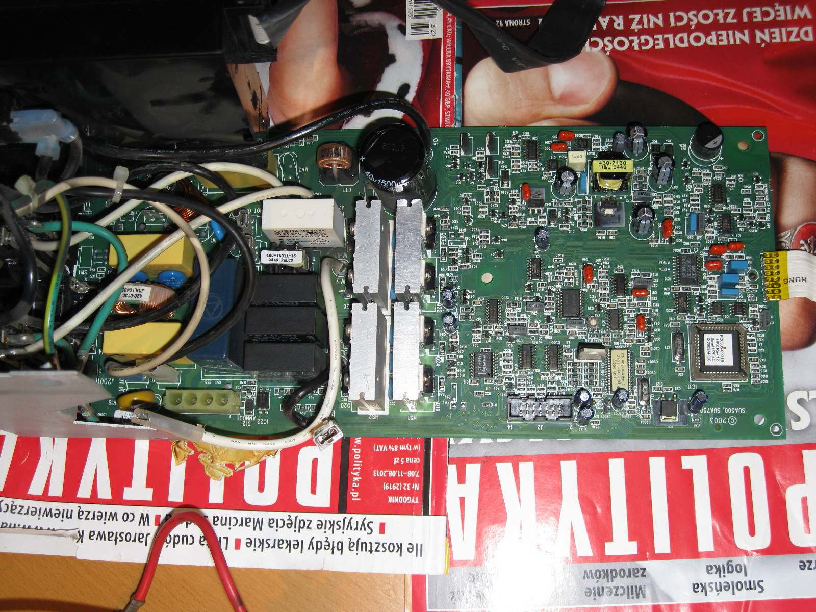 UPS APC Smart SUA-750I - pojawiaj� si� dziwne d�wi�ki podobne do skacz�cej iskry