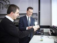 Czy oparte o grafen lampy mają szansę stać się komercyjnym debiutem grafenu?