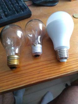 Problem z nową żarówką, nie świeci, a stara żarówka świeci