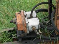 Szeregowe połaczenie dwóch pomp hydraulicznych