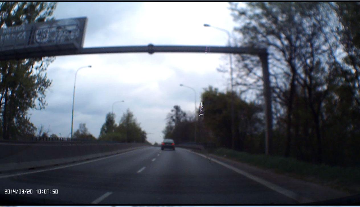 Kamera Samochodowa OVERMAX 4.1 - rozmyty-nieostry obraz dla kamery samochodowej