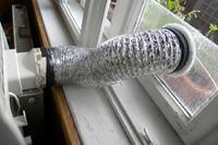 Klimatyzator kompaktowy przenośny - wyprowadzenie rury - OKNO/PIWNICA