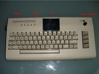 Zmodyfikowany C64G (LCD, SD2IEC, wbudowany g�o�nik)