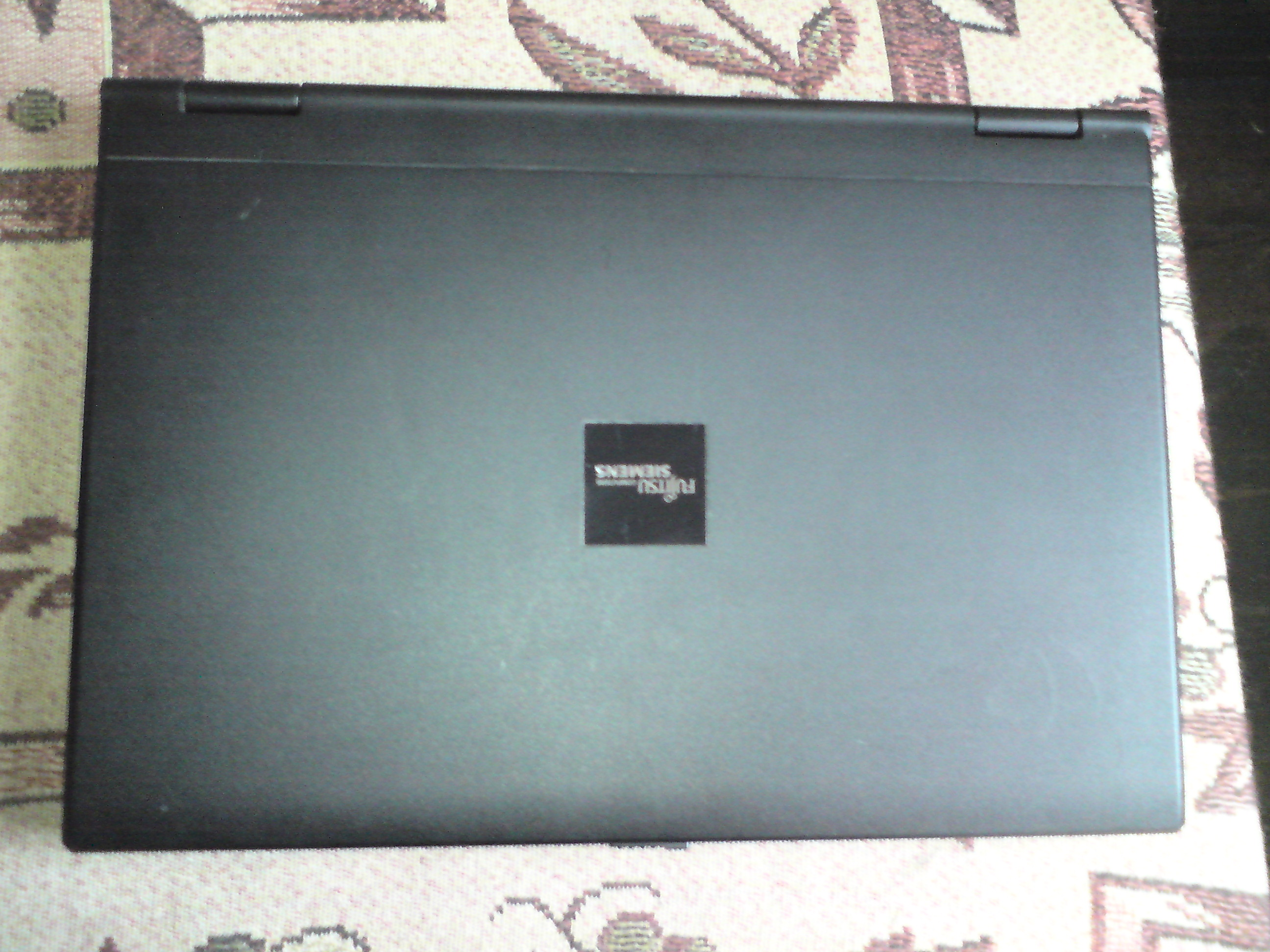 [Sprzedam] Laptop Fujitsu-Siemens, torba, usb hub, do pi�tku.