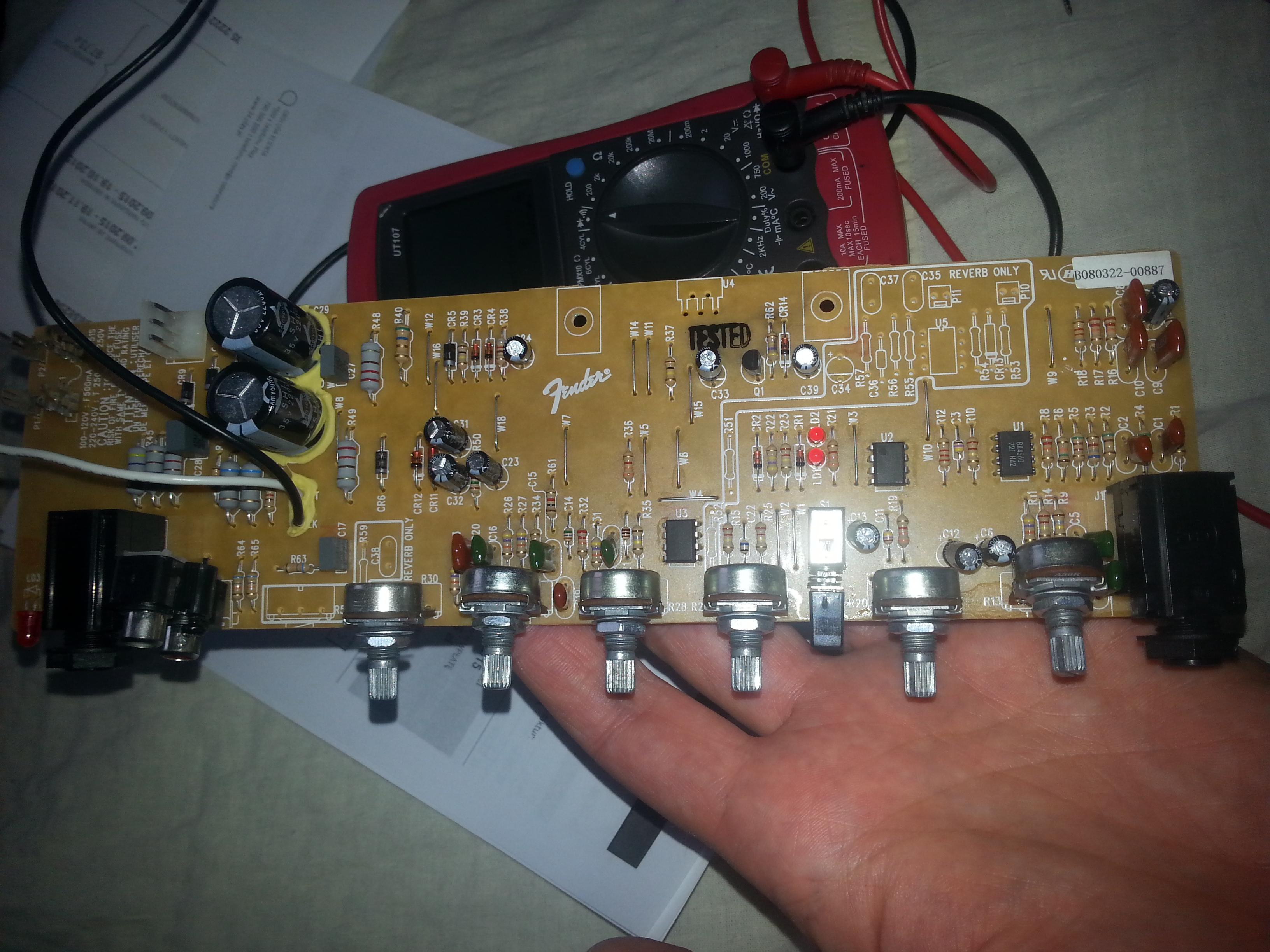 Fender Frontman 15G - Pali bezpiecznik - naprawa. - elektroda.pl on