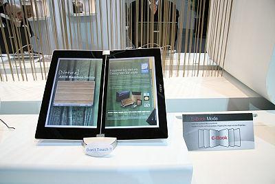 Dwuekranowy laptop ASUSa, prezentacja, targi CeBit.