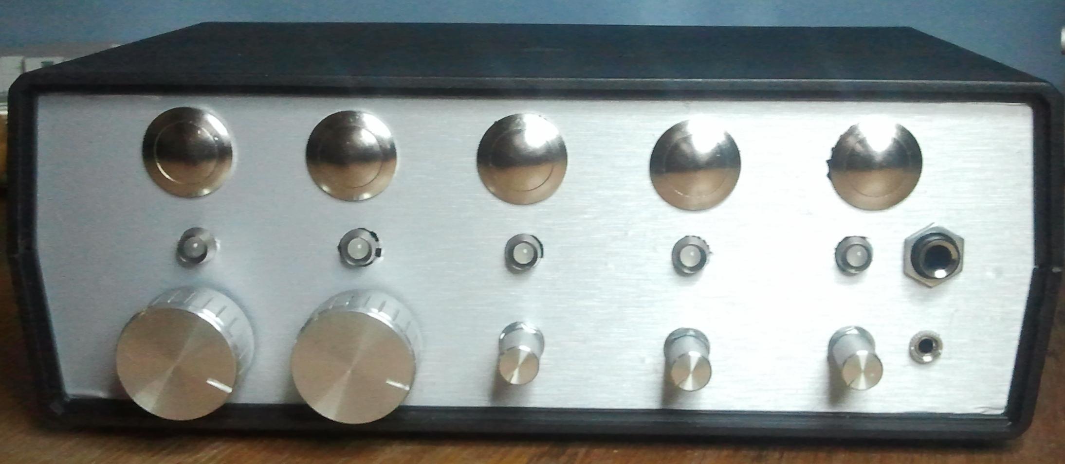 Multiplekser audio oparty na przeka�nikach 2We/3Wy