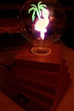 Neonowy flaming - nastrojowa lampka w stylu vintage