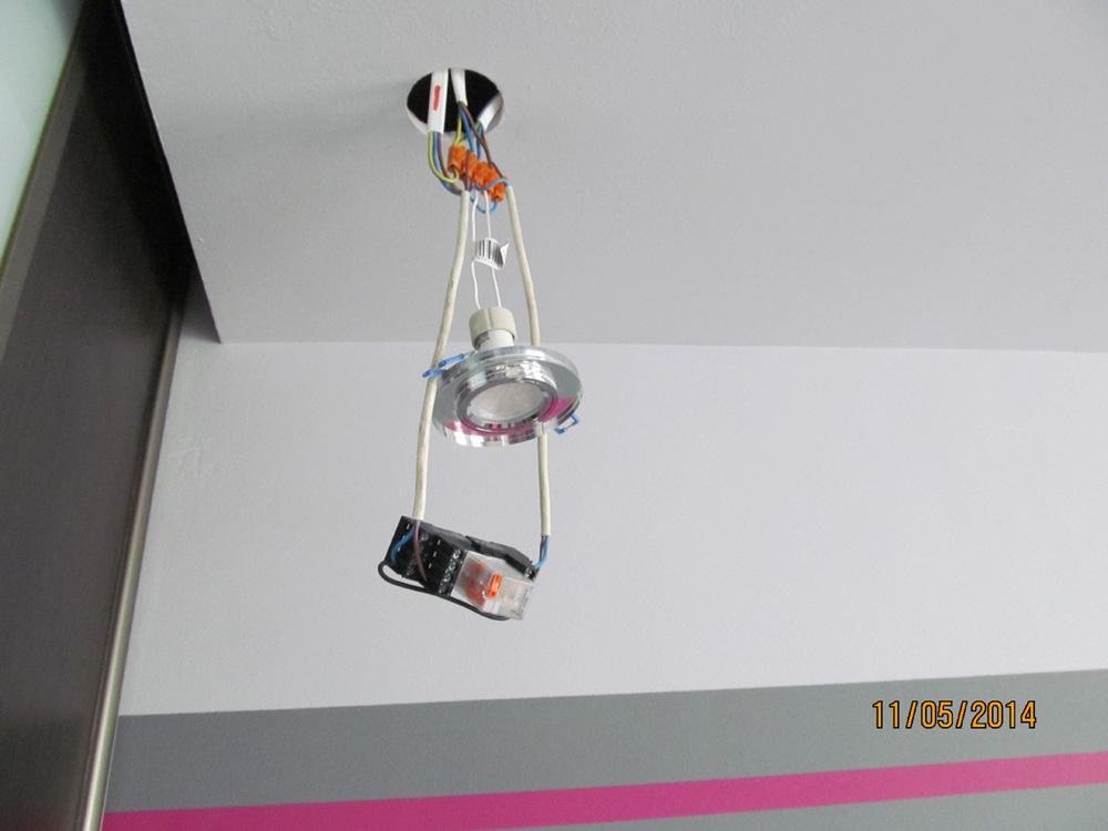 O�wietlenie LED w naro�niku i zasilanie z dw�ch stron