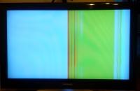 Samsung LE37A551P2R rozjechane kolory, mocna biała poświata na ekranie.