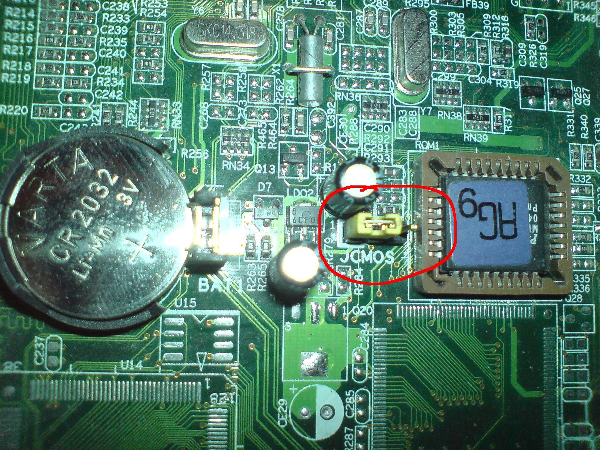 P�yta G��wna EP-8RDA3I - wy�wietlacz p�yty i resetownie si� BIOS-u