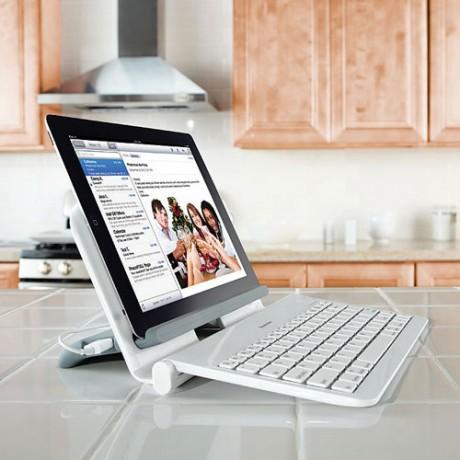 Bezprzewodowa klawiatura bluetooth ze stacj� dokuj�c� dla tabletu od Brookstone