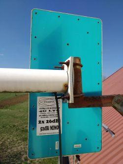 [B593u-12] Gorszy zasięg na antenie zewnętrznej niż wbudowanej