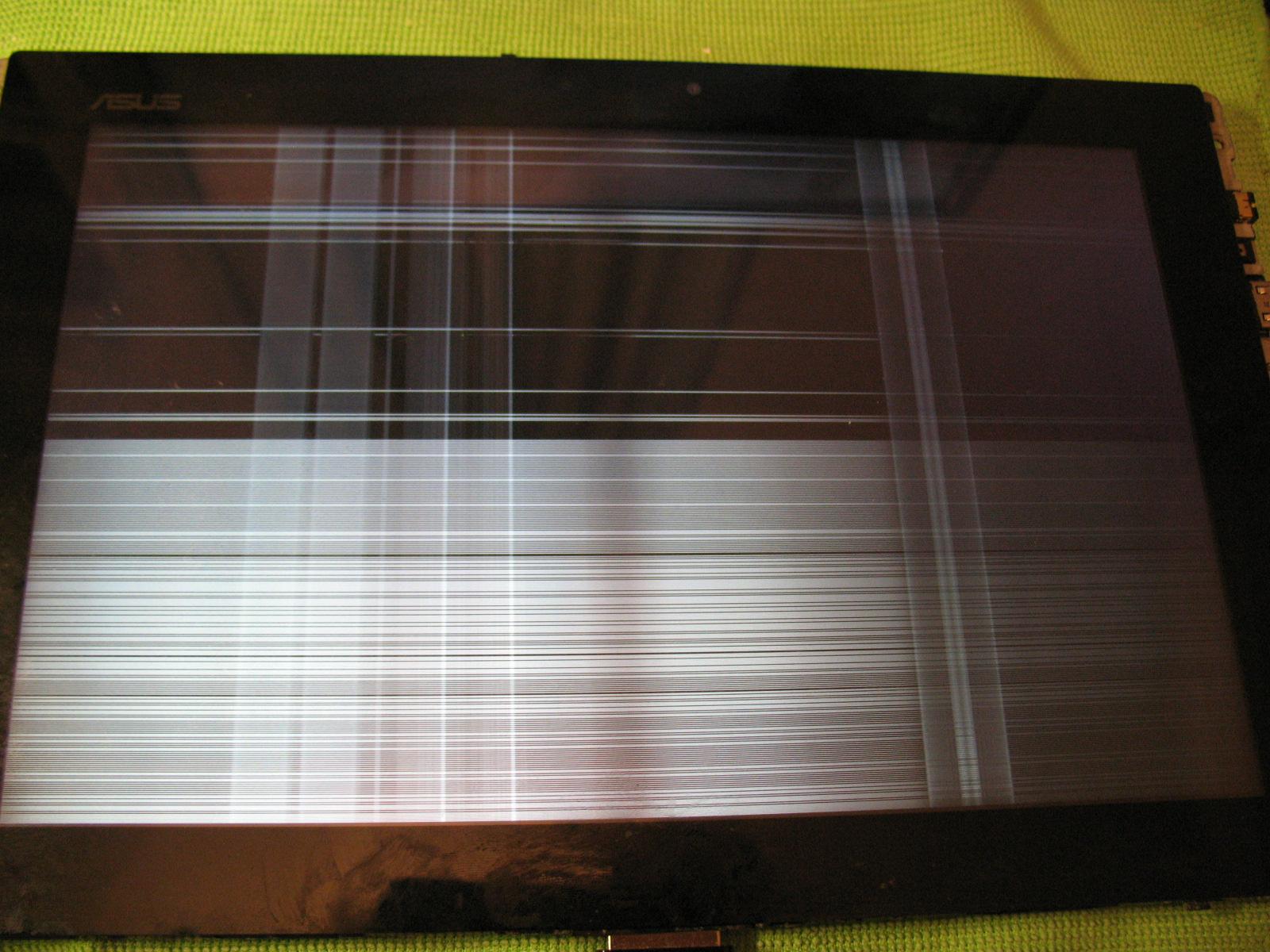 Asus Transformer TF101 16GB 3G - zalany, na wy�wietlaczu paski.