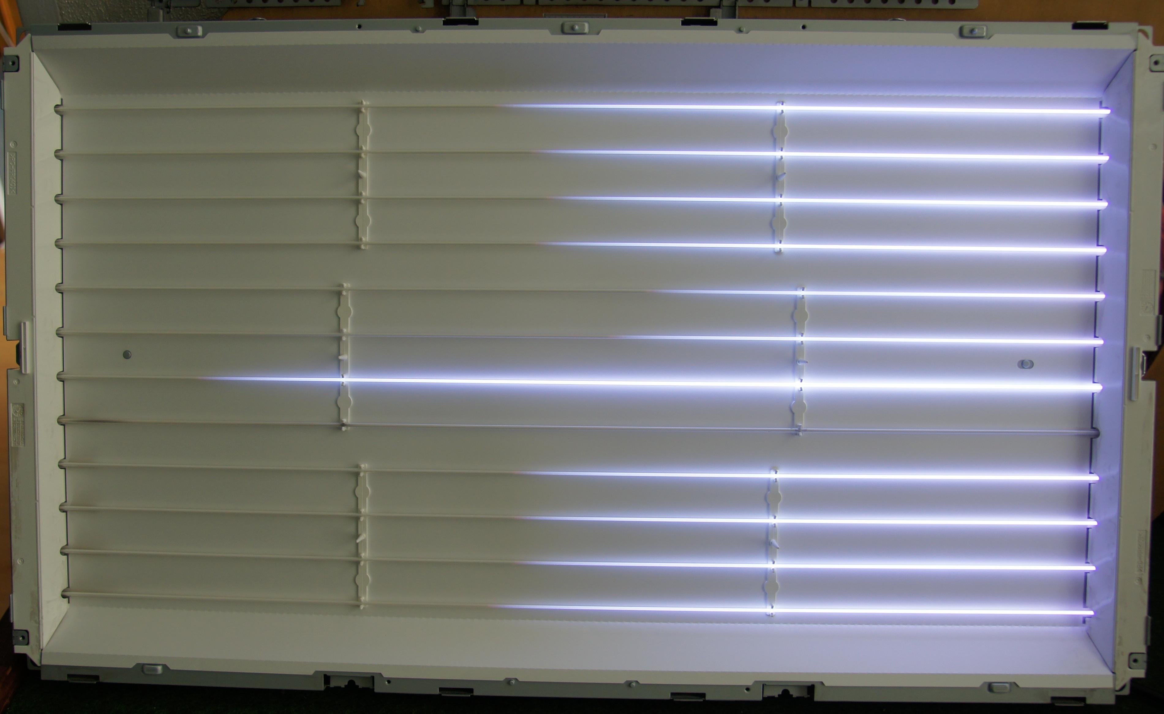 Samsung LE32R81BX/XEC, ga�nie pod�wietlenie