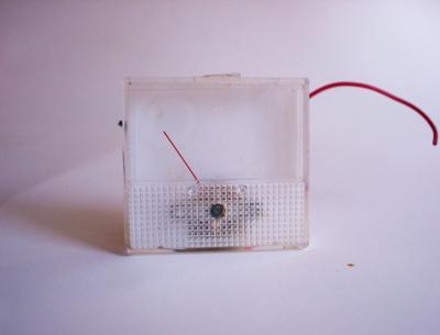 Czy można pod kabel od głośnika podłączyć potencjometr?