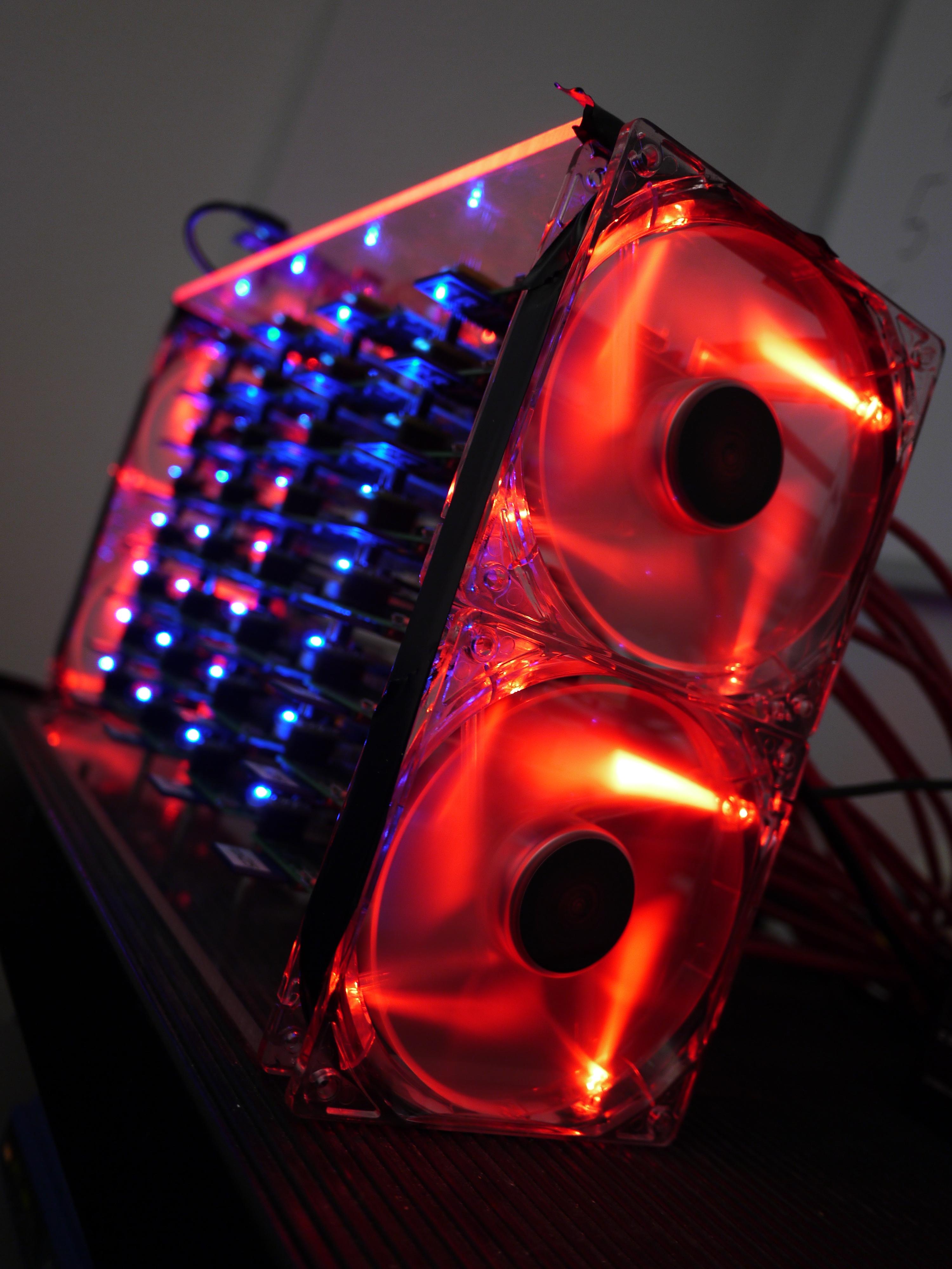Klaster obliczeniowy z�o�ony z komputer�w Raspberry Pi.