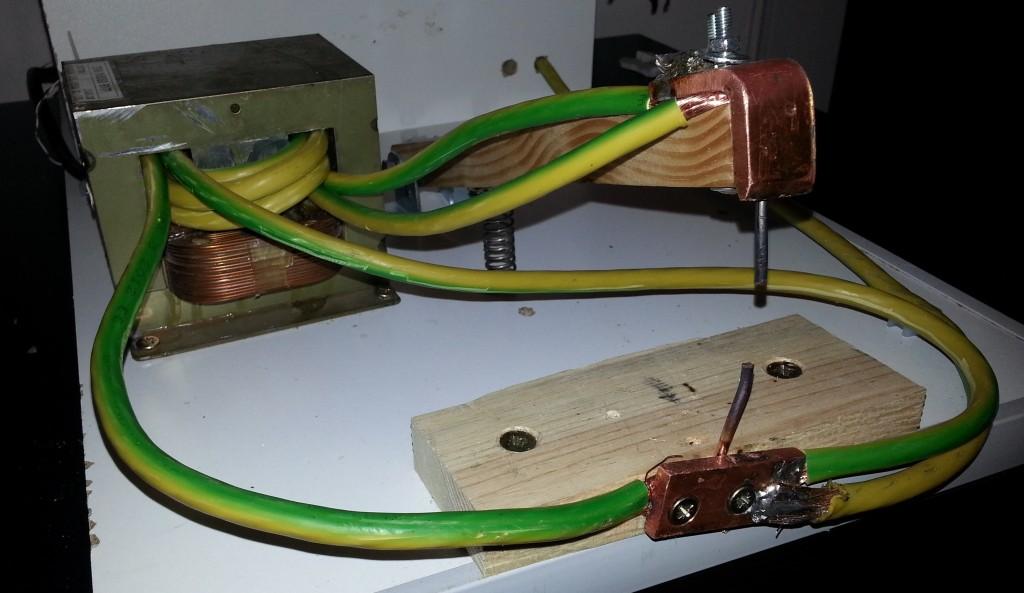 Zgrzewarka z transformatora od mikrofal�wki nie zgrzewa drut�w ze sob�