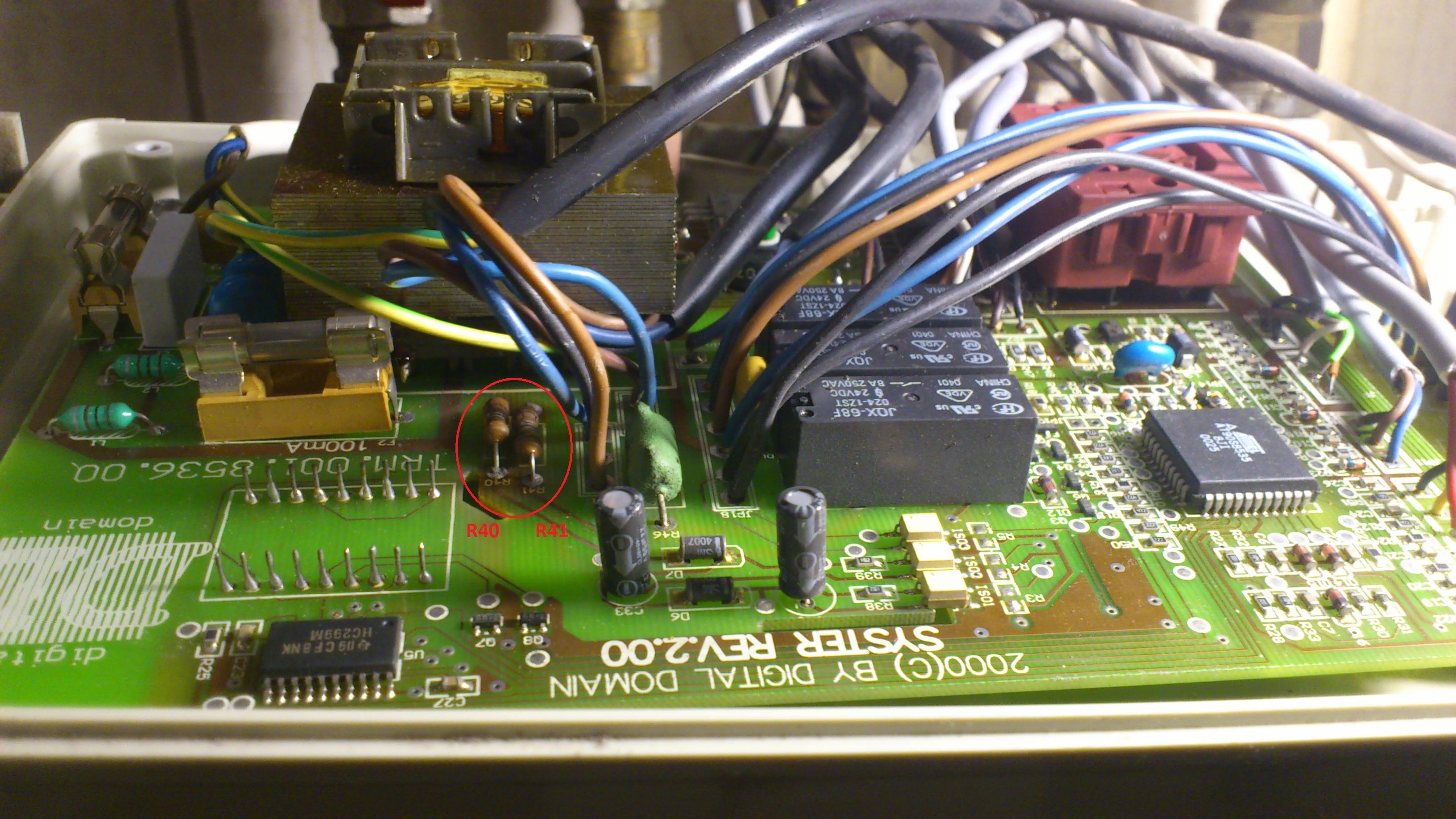 Termet GCO-DP-13-10-13/21 - Spalone oporniki R40 i R41 w panelu sterowania