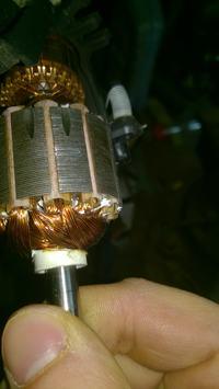 Silnik komutatorowy AC w robocie kuchennym.