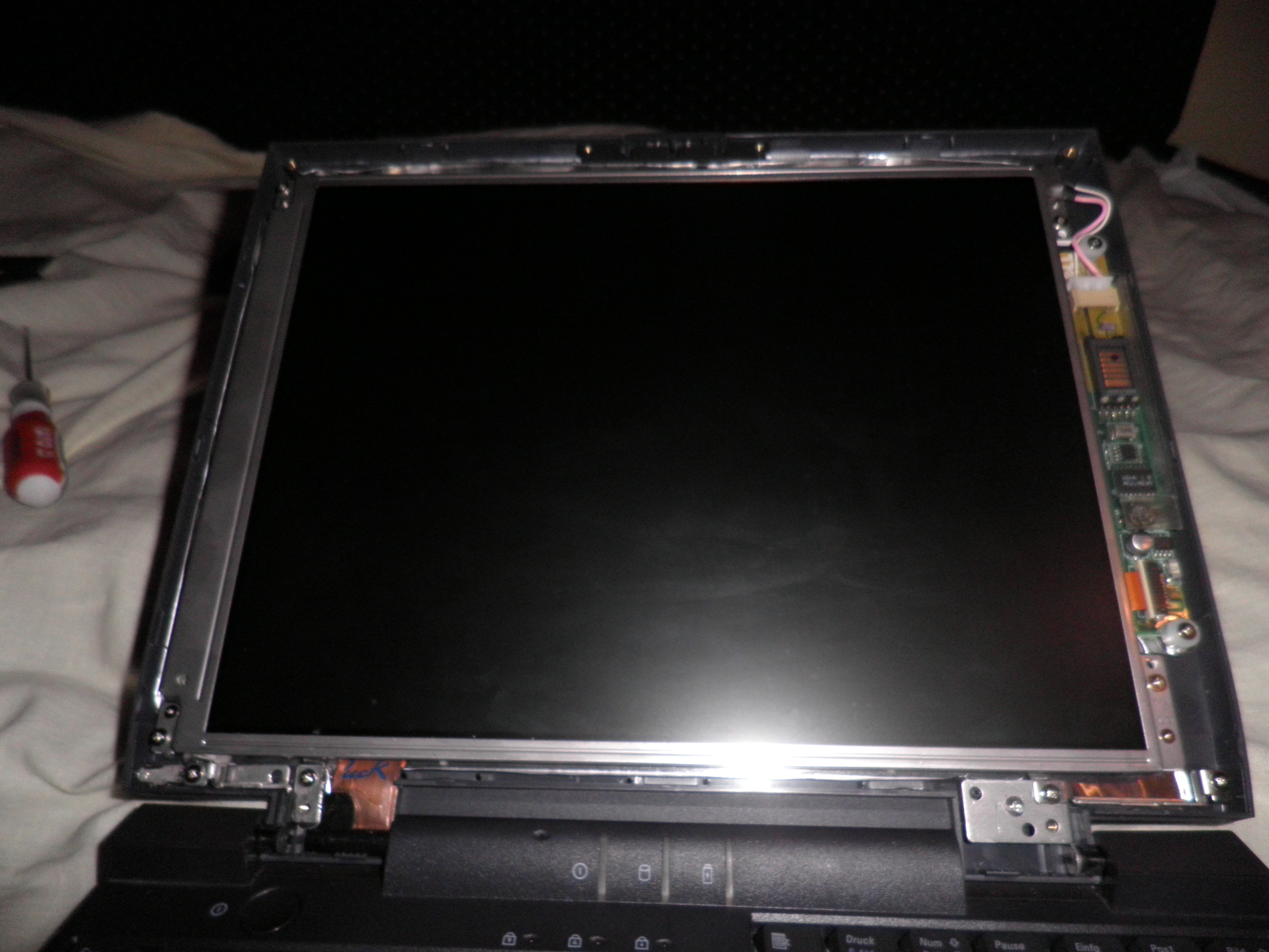 Dell CP M233ST brak pod�wietlenia matrycy