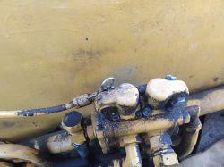 Ostrowek koparko-spycharka - Mała moc hydrauliki, opada osprzęt