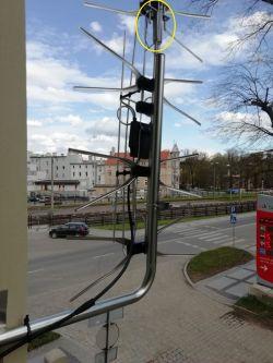 Instalacja anteny zewnętrznej obok parku