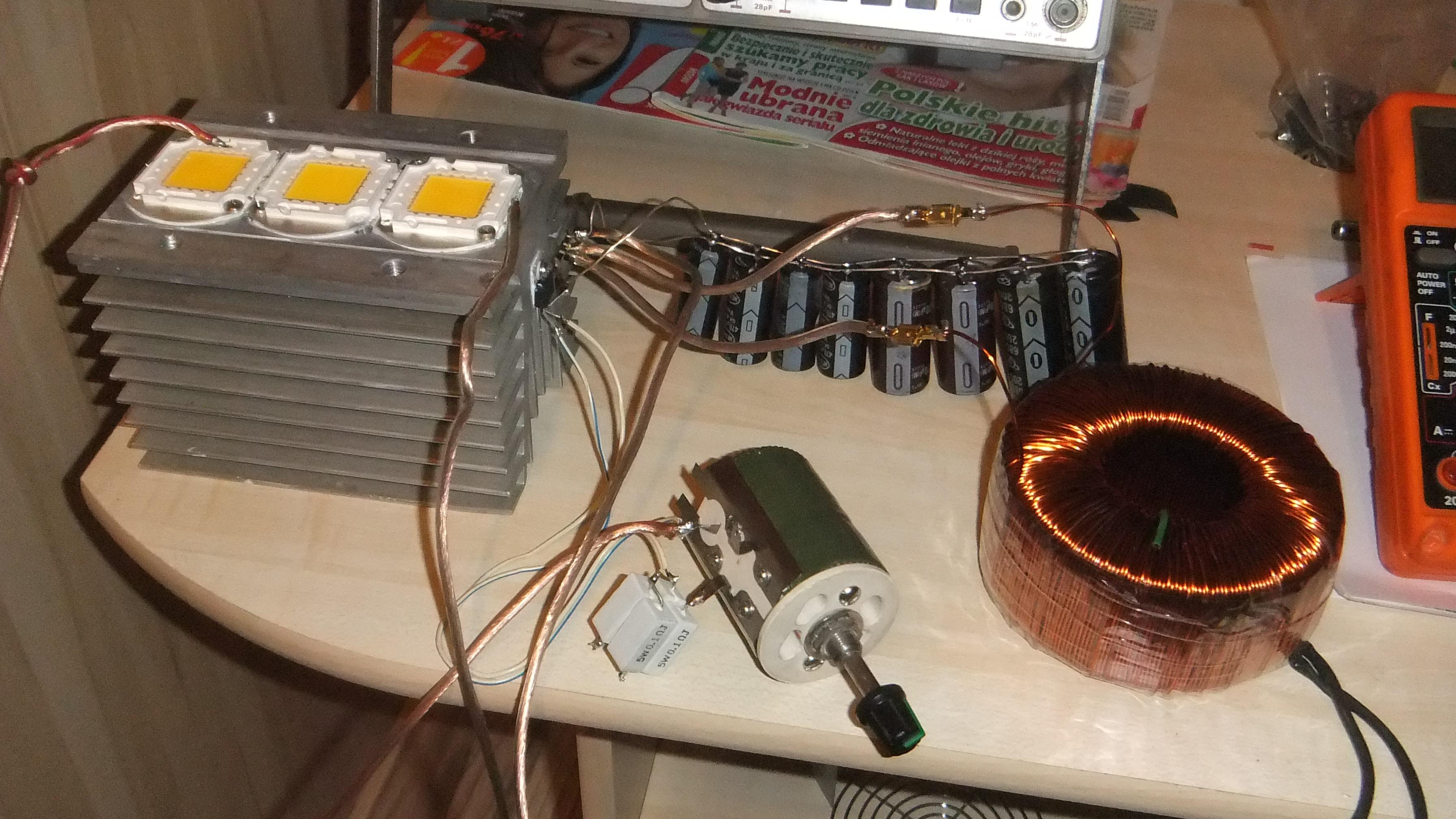 Lampa LED 300W zasilana �r�d�em pr�dowym