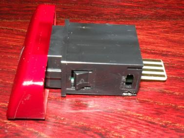 Mistubishi Lancer 2006 - pod�wietlenie przycisku tr�jk�ta w kabin