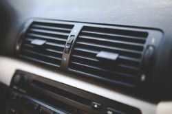 HFO-1234yf - Kto dopuścił ten środek do użytku w klimatyzacjach samochodowych?