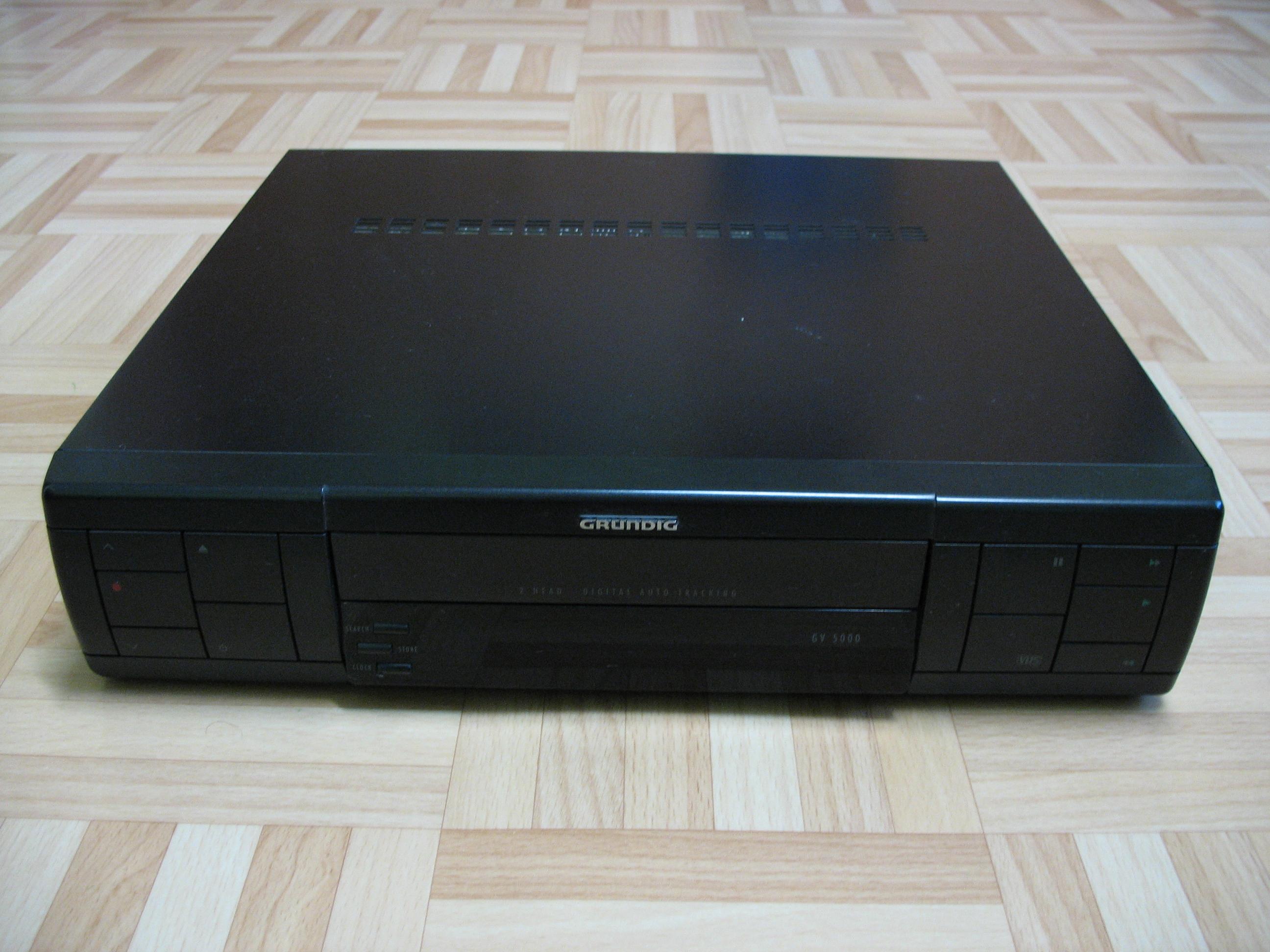[Sprzedam] Odtwarzacze VHS i obudowy po nich