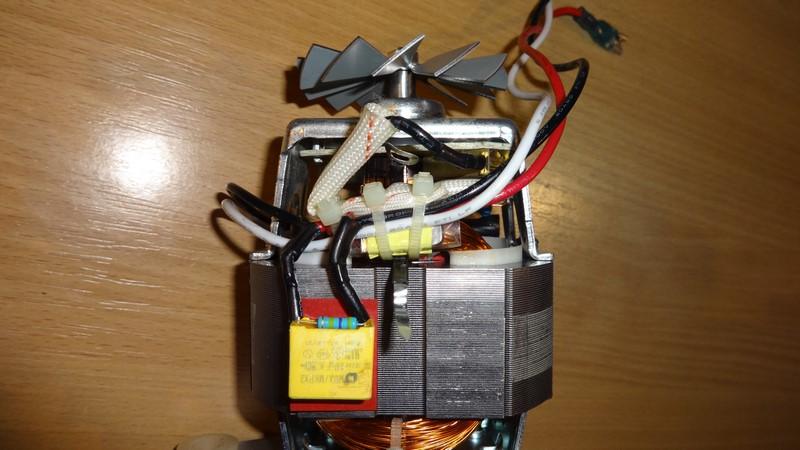 Sokowirówka Juicer nie pracuje silnik po przesileniu