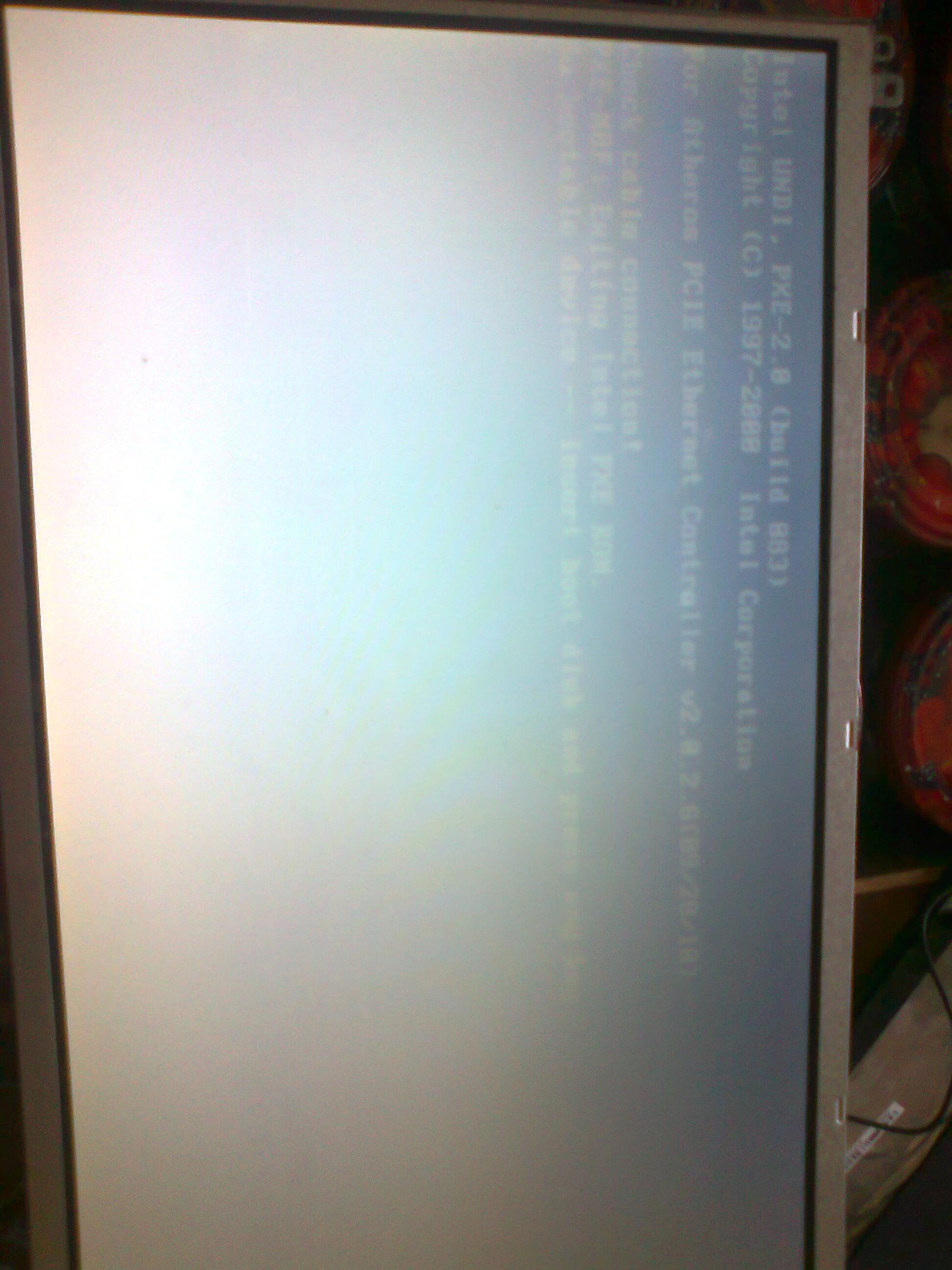 Acer aspire one 722 - Bia�y ekran na matrycy tre�� widoczna pod k�tem