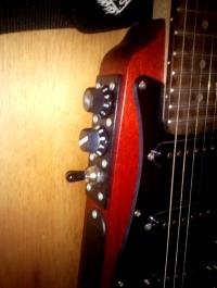 OLA - Gitara turystyczna z wzmacniaczem słuchawkowym