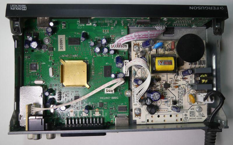 Porównanie wnętrza dekodera DVB-T z przed 10 lat i DVB-T2 Ferguson Ariva t760i
