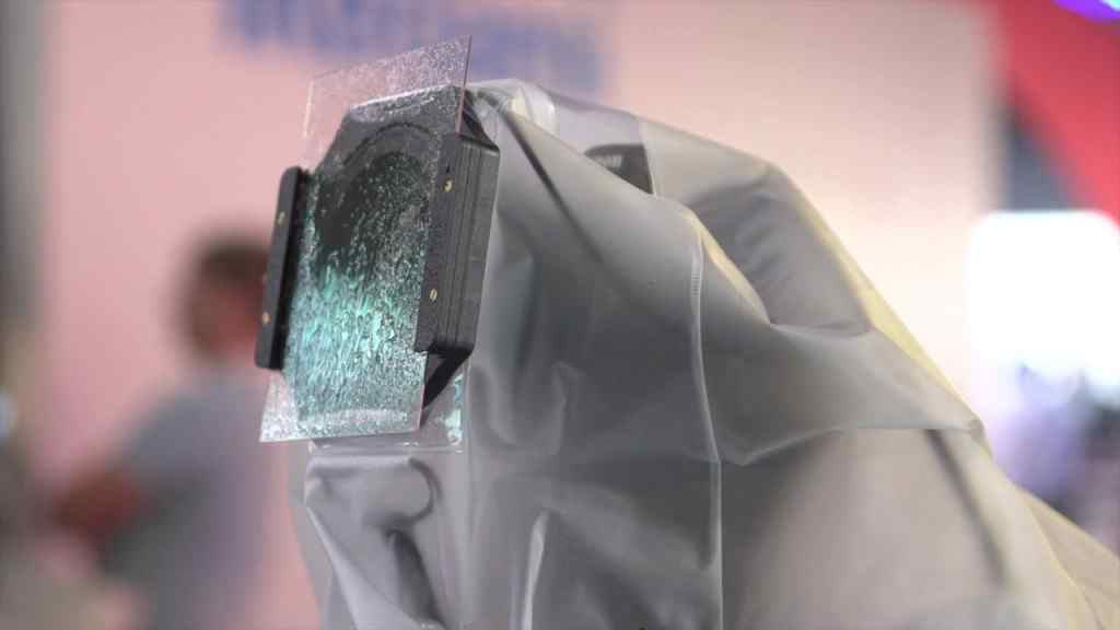 Filtr, kt�ry chroni soczewk� przed gromadzeniem si� kropel