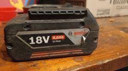 Bateria 18V Bosch 4Ah - 5INR18 ładuje na ładiwarce, nie wyświetla stanu diod.