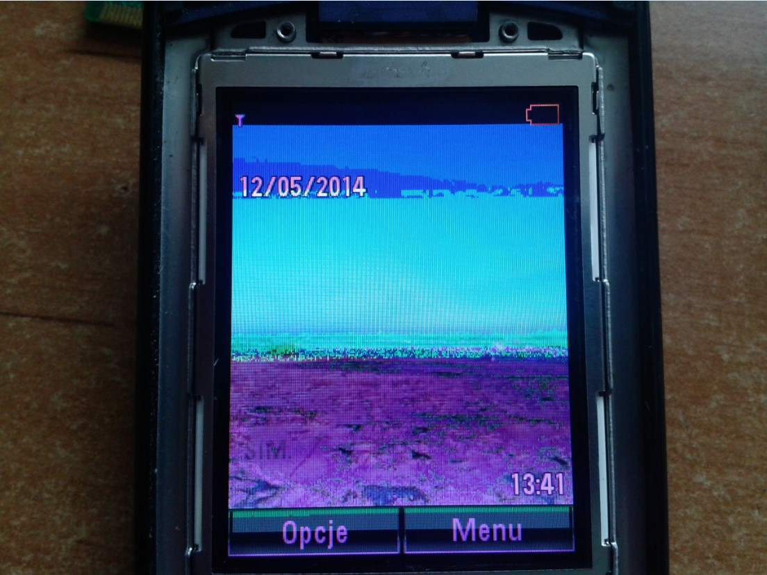 Motorola V8 - LCD czy ta�ma?