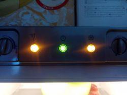 Indesit PBAA34 - Lodówka pracuje prawidłowo a zamrażarka nie mrozi