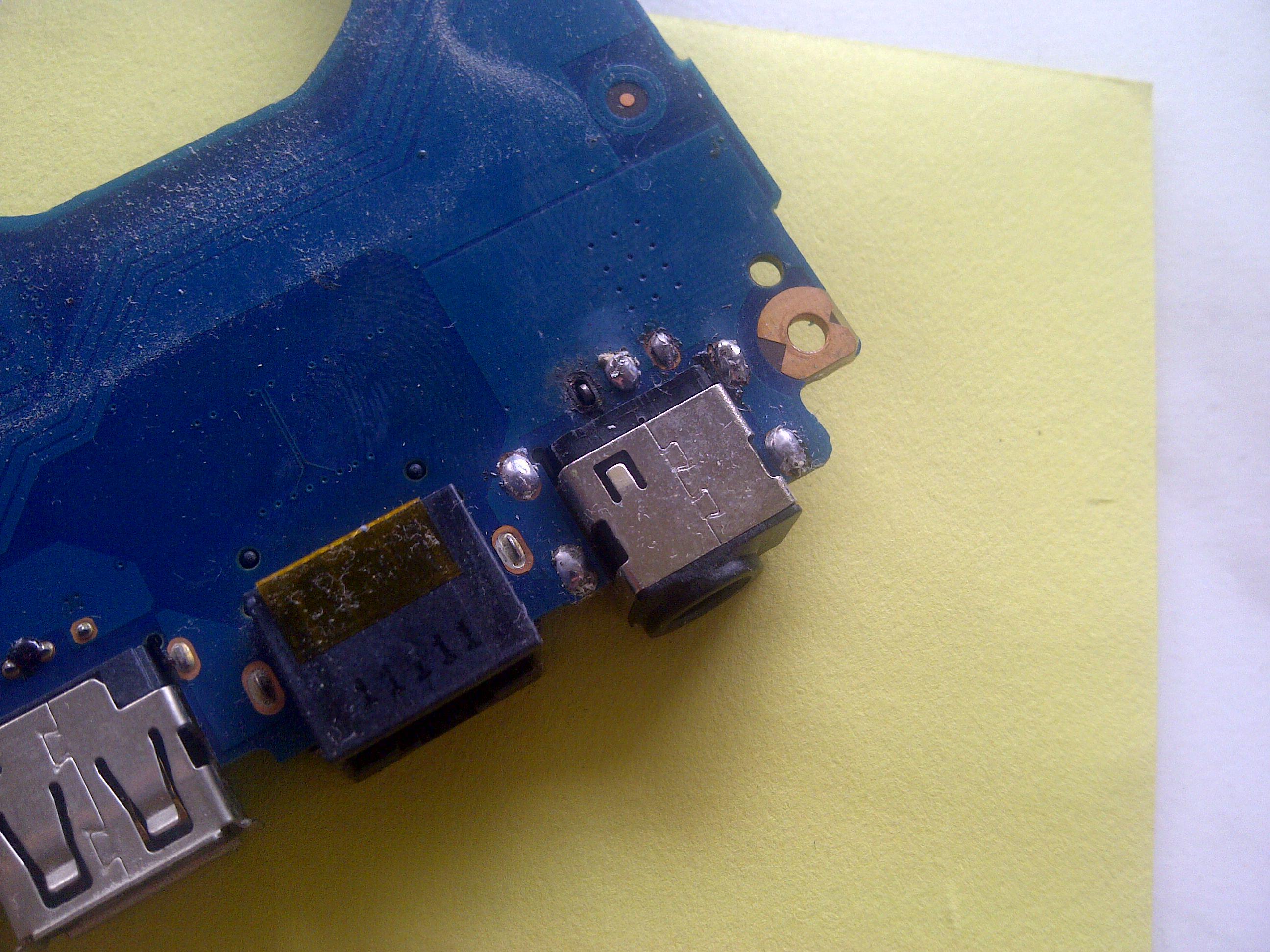 Samsung NP-RC520-S06PL - Urwany pad gniazda zasilania, jak naprawi�?