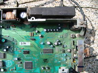 Kenwood 20 kdc-mp6090r - Radio nie włącza się, zwarcie na płycie głównej